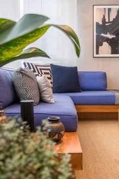 Varanda gourmet integrada com sala de tv e jantar. Sala, Balcony Decor, Living Room Design Small Spaces, Apartment Interior Design, Living Room Decor, Home Decor, Palette Furniture, Interior Design, Furniture Design
