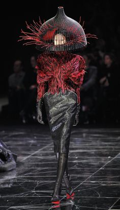 I love how dark this is, makes you really question what it's about- Alexander McQueen #alexandermcqueencouture
