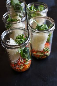 'Just Add Boiling Water' Noodle Soup in a Jar - Suppe Mason Jars, Mason Jar Meals, Meals In A Jar, Ways To Eat Healthy, Healthy Snacks, Healthy Recipes, Salad In A Jar, Soup And Salad, Water Noodles