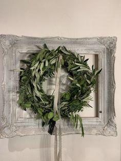 Les michous Christmas Wreaths, Holiday Decor, Home Decor, Decoration Home, Room Decor, Advent Wreaths, Interior Decorating