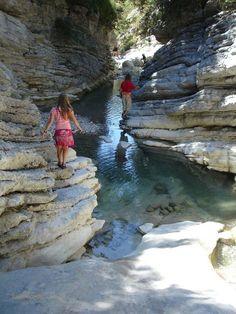 Dit is de omgeving in La boluece hier is te zien dat er een mooie natuur is in de nabije omgeving van de camping