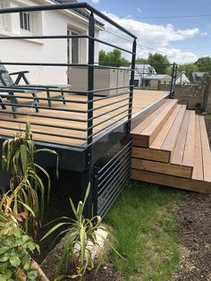 Terrace with its 5 meters wide exotic wood staircase. Terrace with Aménagement extérieur Wood Staircase, Deck Stairs, Deck Railings, Diy Deck, Diy Pergola, Outdoor Landscaping, Outdoor Gardens, Deck Design, Garden Design