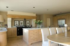 Impressive Neptune Buckland cooker hood with corbels, large island and Sheldrake table.