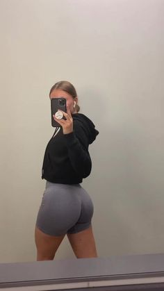 Cute Workout Outfits, Workout Attire, Looks Academia, Workout Pics, Estilo Kardashian, Summer Body Goals, Corps Parfait, Fitness Inspiration Body, Sport Outfit