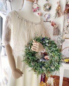 """神戸市垂水区のプリザとドライの小さな花屋 on Instagram: """"・ 9/12(土)10:00〜18:00の営業時間になります。 宜しくお願い致します☺️ ・ ・ order アーティフィシャルフラワーのリース🌿 お手元に届いてすぐに玄関ドアに飾ってくださったそう☺️ 気に入っていただけて良かったです!!😂…"""""""