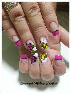 As flores desde muito tempo fazem parte da decoração das unhas. São símbolos da graça e delicadeza feminina. Flores simbolizam beleza, pureza, amor, criatividade e harmonia, e muitas outras belas palavras que podemos relacionar com as mulheres. Hoje veremos lindas fotos de unhas decoradas com flores! Como as unhas decoradas com joias de unhas, as… Flower Nail Designs, Simple Nail Art Designs, Beautiful Nail Designs, Cute Nail Designs, French Tip Nails, Cute Nail Art, Nagel Gel, Acrylic Nail Art, Flower Nails