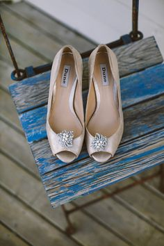 Gold wedding shoes by Dune with vinatge shoe clips. Photography by www.mckinley-rodgers.com/index2.php#!/HOME
