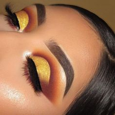 Girl products for your Thanksgiving makeup look? Girl products for your Thanksgiving makeup look?c uses our Brow Pomade in 'Dark Brown' 💖… Maquillage Cut Crease, Cut Crease Eyeshadow, Cut Crease Makeup, Eyeshadow Looks, Eyeshadow Makeup, Eyeliner Pencil, Red Eyeliner, Eyeliner Brands, Gold Cut Crease