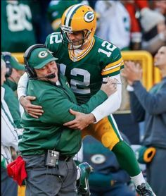 Only Aaron Rodgers can do this!!!!