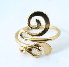 Esto es una fantasía, anillo de dedo lleno de 12 k oro. Estos son muy cómodos de usar. Simplemente se doblan abierto para repasar la bombilla del