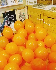 Our Saturday night prepping for the market tomorrow at @maltcross  #hnmarkets #balloons #creativebiz #orange