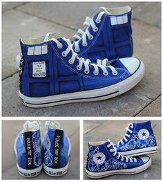 Doctor Who Custom Converse / Dr Who Converse / DW & Tardis / Painted Shoes Doctor Who Converse, Doctor Who Shoes, Doctor Who Tardis, Doctor Who Outfits, 13th Doctor, Custom Converse Shoes, Converse Sneakers, Custom Shoes, Diy Converse