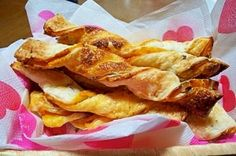 楽天が運営する楽天レシピ。ユーザーさんが投稿した「冷凍パイシートで簡単☆ツイストかぼちゃパイ☆」のレシピページです。くるん☆とねじるだけの簡単かぼちゃパイ。サクサクの生地に甘いかぼちゃあんが美味しいです^^。冷凍パイシートで簡単☆ツイストかぼちゃパイ☆。南瓜あん(ID:1940005729),冷凍パイシート,くるみ,グラニュー糖,卵黄