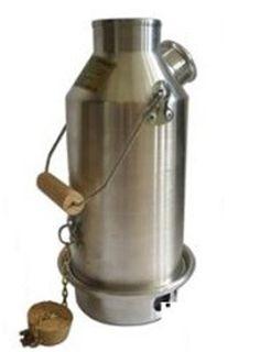 Den originale Kelly Kettle, som brugt i Irland i generationer! En Kelly Kedel er den hurtigste og nemmeste måde at varme vand til teen, cacaoen og kaffen, med brug af et minimum af brændsel. Kelly Kedlen kommer i fem forskellige udførelser, tre i aluminium,og som det sidste nye, to modeller i rustfri stål.