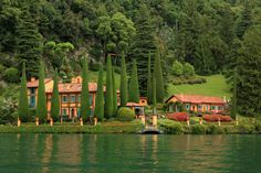 *🇮🇹 Villa on Lake Como (Lombardy, Italy) currently owned by Richard Branson [and previously by Wallis Simpson, according to photographer] (Lombardy, Italy) by Gilles Couterier Richard Branson, Parks, Lake Villa, Wallis Simpson, Top Imagem, Lake Como Italy, Hills Resort, Italy House, Italian Garden