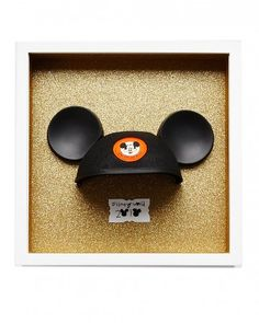 Mickey Mouse Ears Scrapbox In this scrapbox, Darcy pays tribute to the Disney World icon. Attached with glue dots, a classic Mickey Mouse hat, which originates from the Mickey Mouse Club, is displayed against a glittered paper background. Daisy created the label, complete with mouse ears.