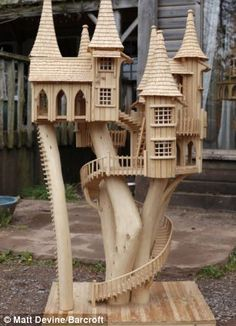 Fantastic tree house by Rob Heard. The individual elements of the sculptures are hand cut or carved and fixed using pins and glue - right down to the last roof tile Woodworking Workshop, Woodworking Plans, Woodworking Projects, Woodworking Patterns, Woodworking Tools, Craft Stick Crafts, Wood Crafts, Architectural Trees, Popsicle Stick Houses
