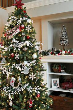 A Christmas decor house-tour