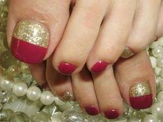 Here I have 15 Christmas toe nail art designs, ideas & stickers of Get the glimpses of these awesome Xmas nails and do revert us with your feedback. Xmas Nails, New Year's Nails, Hair And Nails, Cute Pedicure Designs, Toe Nail Designs, Holiday Nail Designs, Colorful Nail Designs, Holiday Ideas, Cute Toe Nails