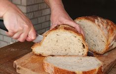 Ez a békebeli kovászos fehér kenyér a mi mindennapi kenyerünk. A jól bevált, természetes kovásszal készült fehér kenyerünk. A ...