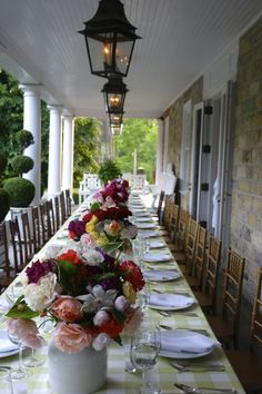 """Carolyne Roehm's """"Romantic Roses for a Summer Supper"""" at Weatherstone"""