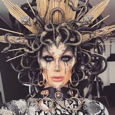 🐍💥MEDUSA💥🐍 Makeup + headpiece tutorial is up! Soo in love with this. - Halloween Medusa - Make-Up Medusa Halloween Costume, Unique Halloween Makeup, Halloween Inspo, Halloween Kostüm, Medusa Costume Makeup, Halloween Makeup Tutorials, Halloween Outfits, Medusa Make-up, Medusa Hair