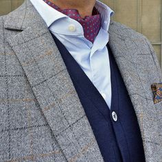 #wiwt #tweed #jacket #ascot #pocketsquare #cord #trousers #pictoturo #menwear #menswear #menstyle #john #spencer #shoes #paisley
