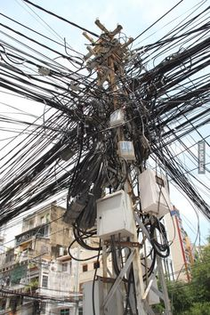 Funny Pictures, Jokes and Gifs / Animations: Beautiful and Complex Power Distribution System in. Best Funny Pictures, Funny Photos, Strange Pictures, Ingenieur Humor, Vrod Harley, Picture Fails, Photo Fails, Electrical Wiring, Electrical Engineering