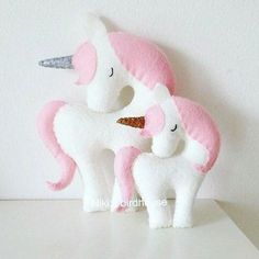 A beautiful decor in any girls room. Handmade unicorn with light pink mane and tail. This listing is for a Large Unicorn 20 cm. Made of wool felt, Felt Diy, Felt Crafts, Diy And Crafts, Kids Crafts, Craft Projects, Sewing Projects, Arts And Crafts, Unicorn Birthday, Unicorn Party