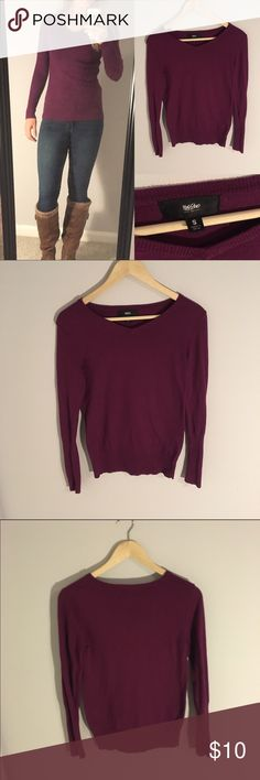 Mossimo Purple Sweater Women's S The perfect basic sweater for your wardrobe! Never worn. Solid all the way around with a slight v-neck. Women's size small. Feel free to ask any questions! Mossimo Supply Co Sweaters V-Necks