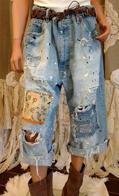 UpCycled Distressed Cropped Ralph Lauren Jeans 40 '' Taillenlöcher Aufnäher tmyers # ..., #cropped #distressed #jeans #lauren #ralph #taillenlocher #upcycled Mode Outfits, Chic Outfits, Fashion Outfits, Ralph Lauren Jeans, 60 Fashion, Denim Fashion, Ropa Shabby Chic, Mode Cool, Redo Clothes