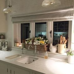 New kitchen faucet Cocina Shabby Chic, Shabby Chic Kitchen, Country Kitchen, New Kitchen, Kitchen Decor, Kitchen Ideas, Kitchen Centerpiece, Centerpiece Ideas, Kitchen Sink
