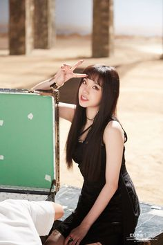 Photo album containing 52 pictures of (G)I-DLE Kpop Girl Groups, Korean Girl Groups, Kpop Girls, Jikook, Soo Jin, Fandoms, Extended Play, Cube Entertainment, China