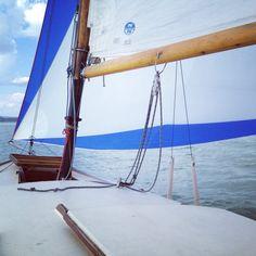 Padre mit RUS am Segel.... Outdoor Furniture, Outdoor Decor, Sailing Ships, Hammock, Boat, Fathers, Sailing, Dinghy, Hammocks