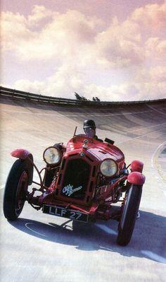 Alfa Romeo 8C Monza 1931 (8 cylindres / 2556 cm3 / 180-200 ch. / 225 Kmh) - L'Automobile août 1988.