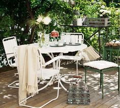 On the wooden deck at the leafy courtyard of Stockholm furnishes easily moved, to take advantage of y ..