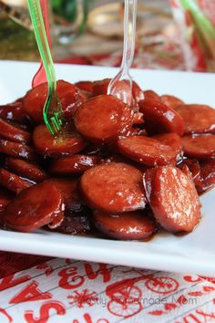 Sliced smoked kielbasa sausage glazed with ginger ale, brown sugar, and barbecue. Sliced smoked kielbasa sausage glazed with ginger ale, brown sugar, and barbecue sauce. Kielbasa Appetizer, Sausage Appetizers, Kielbasa Sausage, Appetizers For Party, Appetizer Recipes, Kielbasa Crockpot, Party Snacks, Christmas Appetizers, Crockpot Meals