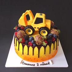 Торт с желтым трактором) 🚜 фигурка не съедобная. Куплена в детском мире за 200р всего лишь) Digger Birthday, Birthday Cake, Birthday Parties, Chocolate Pudding Cake, Nautical Cake, Truck Cakes, Ice Cake, Cakes For Boys, Beautiful Cakes