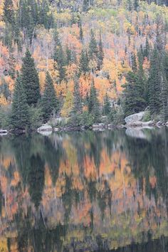 ✯ Bear Lake in Autumn Foilage