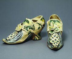 Brocaded silk shoes, England, ca 1735