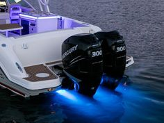 Boston Whaler | 320 Vantage Boat | Dual Console Boats | Power Boats