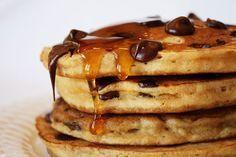 Chocolate Chip Cookie Pancakes - breakfast or dessert? Chocolate Chip Pancakes, Chocolate Chip Recipes, Banana Pancakes, Pecan Pancakes, Waffles, Butter Pancakes, Yogurt Pancakes, Dessert Chocolate, Fluffy Pancakes