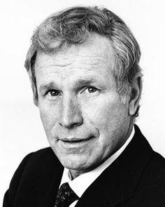Wayne Rogers  Born William Wayne McMillan Rogers III April 7, 1933 Birmingham, Alabama, U.S. Died December 31, 2015 (aged 82) Los Angeles, California, U.S Death:  Complications from Pneumonia