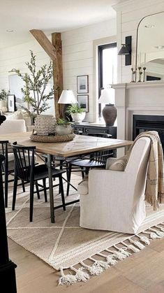Living Room Decor, Dining Room, Dining Table, Modern Farmhouse Decor, Farmhouse Style, Inside Home, Retro, Decoration, Outdoor Spaces