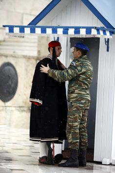 Snow in Athens.The evzonas immovable. Mykonos, Empire Ottoman, Honor Guard, Greek Clothing, Military Police, Beautiful, Greek Apparel, Forget, Heaven