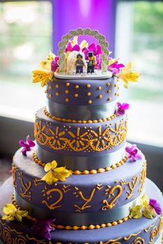Purple + gold wedding cake with lego cake topper | Bengali Kannada Indian Wedding | IJ Photo