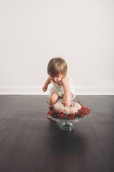One Year Cake Smash. Simplicity at it's finest. Floral Cake Smash. Makayla Rae Photography.