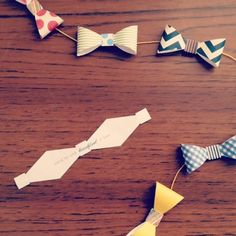 How-To: Father's Day Bow Tie Garland with written messages inside. #DIY
