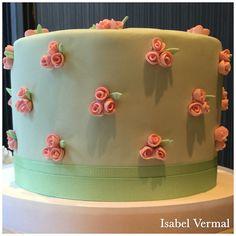 Torta verde con rositas rococó rosas