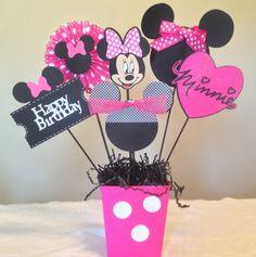 Minnie Mouse feliz cumpleaños centros de por MomentzandMemories